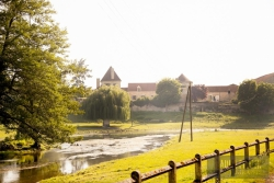 NOYERS-IN-THE-SUN_BY_LAURA-FISHER.jpg